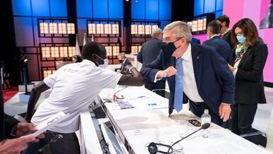 Yiech Pur Biel, Athlete Representative IOC Refugee Olympic Team Tokyo 2020, greets IOC President Thomas Bach