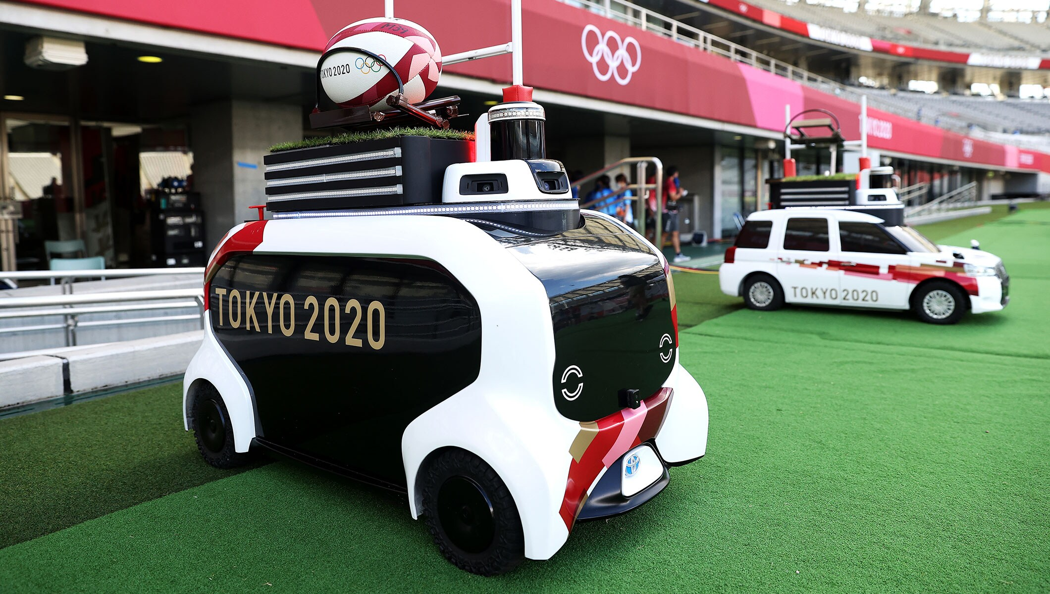 Autonomous robot delivers rugby ball to rugby sevens players at Tokyo 2020