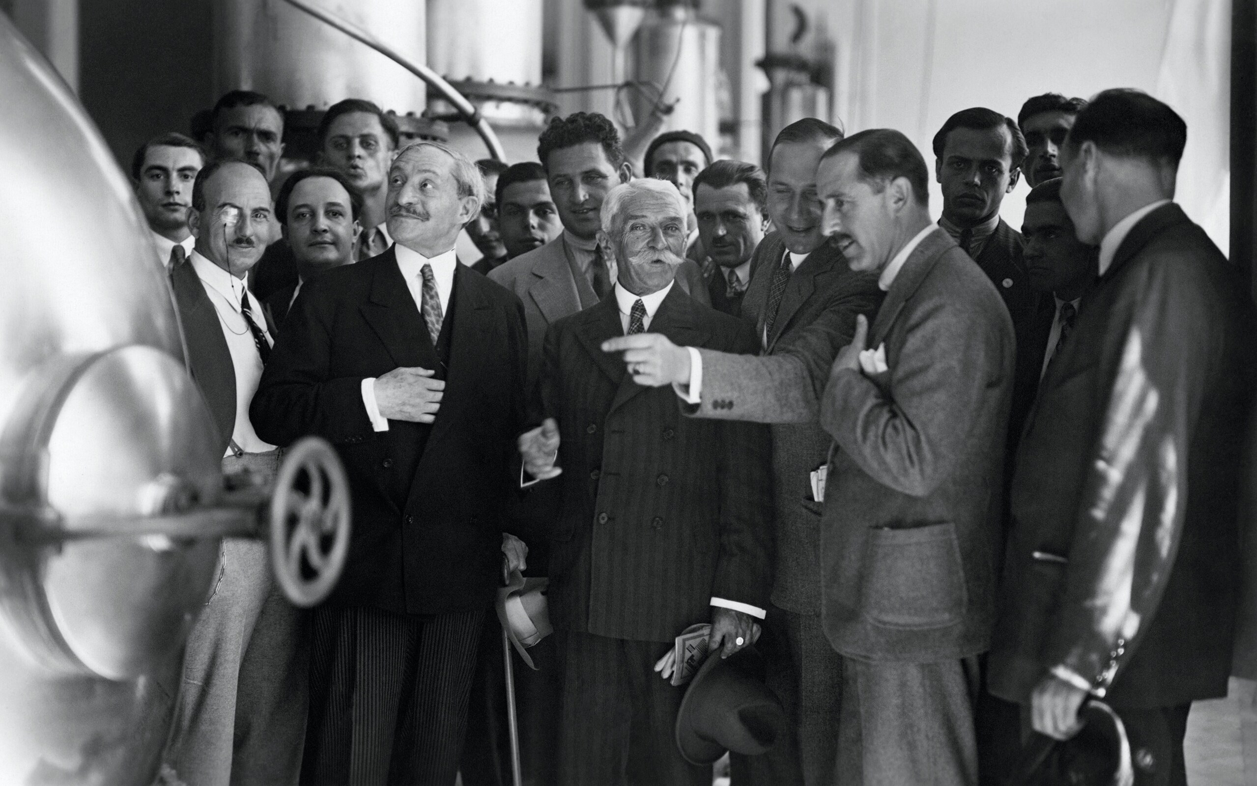Visit of the Ovomaltine factory, Neuenegg, 1932 - In the center, M. CANELLOPOULOS, the Greek ambassador to Switzerland, Baron Pierre de COUBERTIN and Francis-Marius MESSERLI (from the side), Secretary General of the National Olympic Committee of Switzerland (SUI) surrounded by Greek athletes.