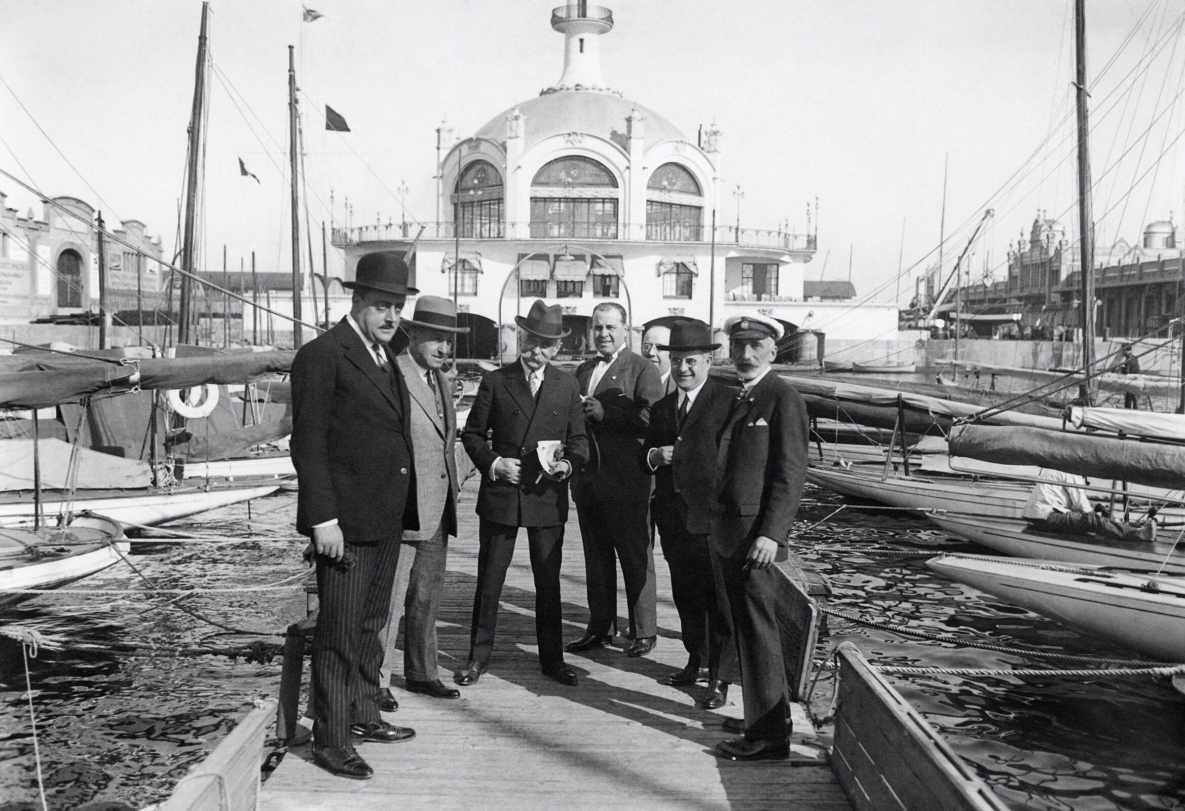 Journey in Spain of baron Pierre de Coubertin, IOC President, 1925 - Pierre de Coubertin with IOC members in Barcelona harbour.