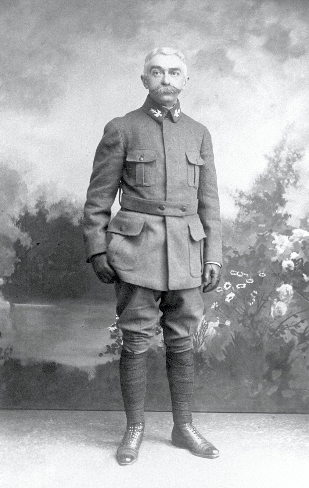 Baron Pierre de COUBERTIN in French uniform during theFirst World War.