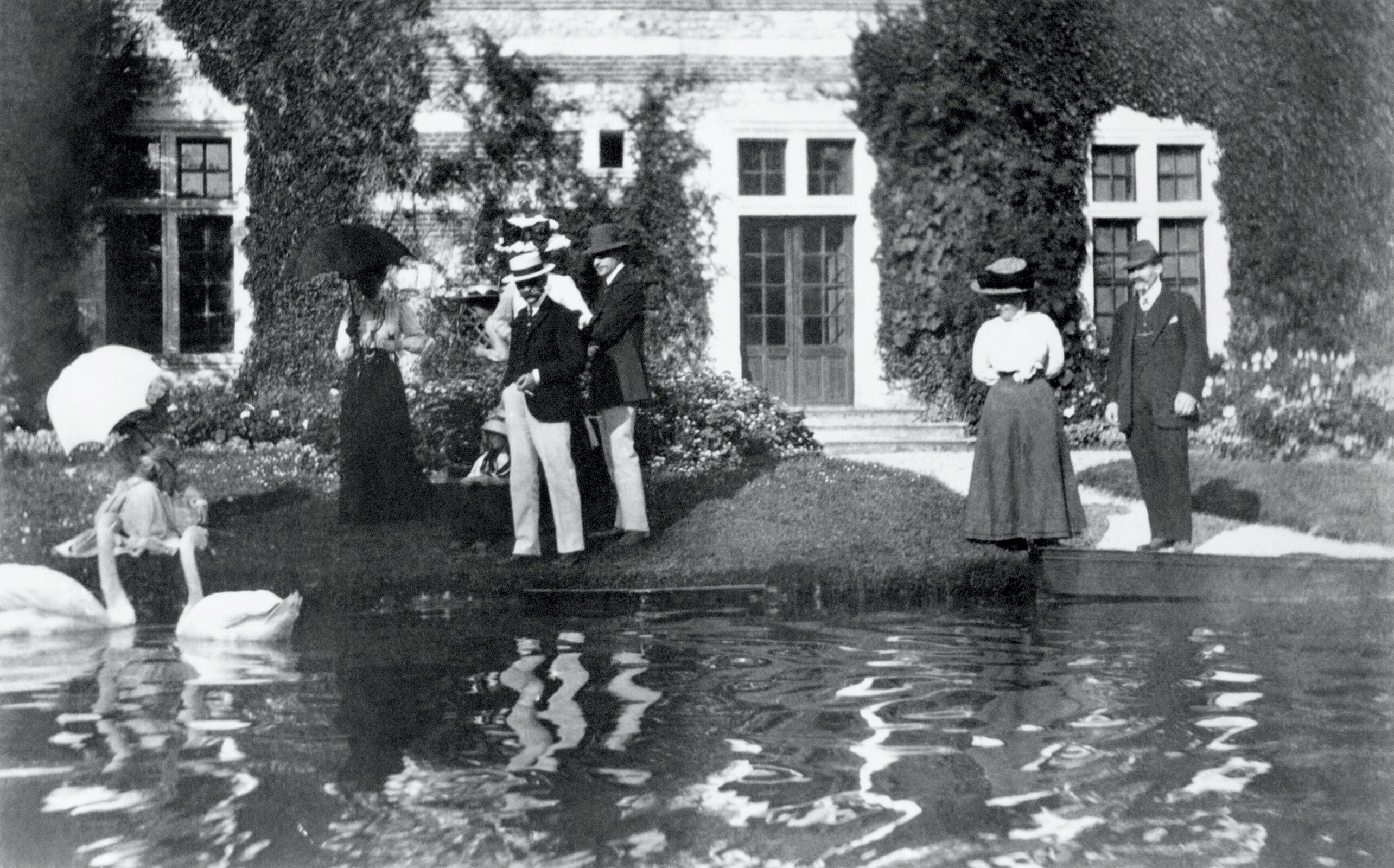 In front of the château de Mirville, Baron Pierre de COUBERTIN, his brother-in-law Gaëtan de NAVACELLE, Countess and Count Maurice de MADRE.
