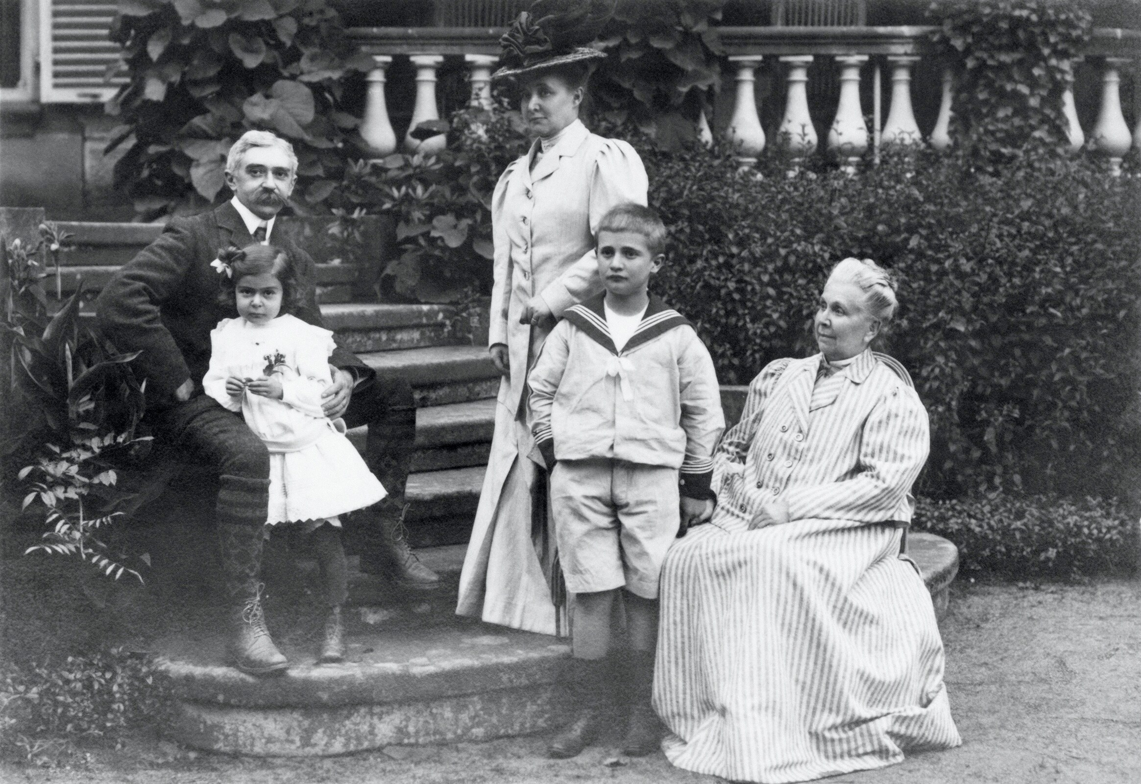 Family Photograph - Baron Pierre de COUBERTIN, his wife Marie ROTHAN, Baronness de COUBERTIN, his mother-in-law  Mrs. Rothan and their children : Renée and Jacques de COUBERTIN