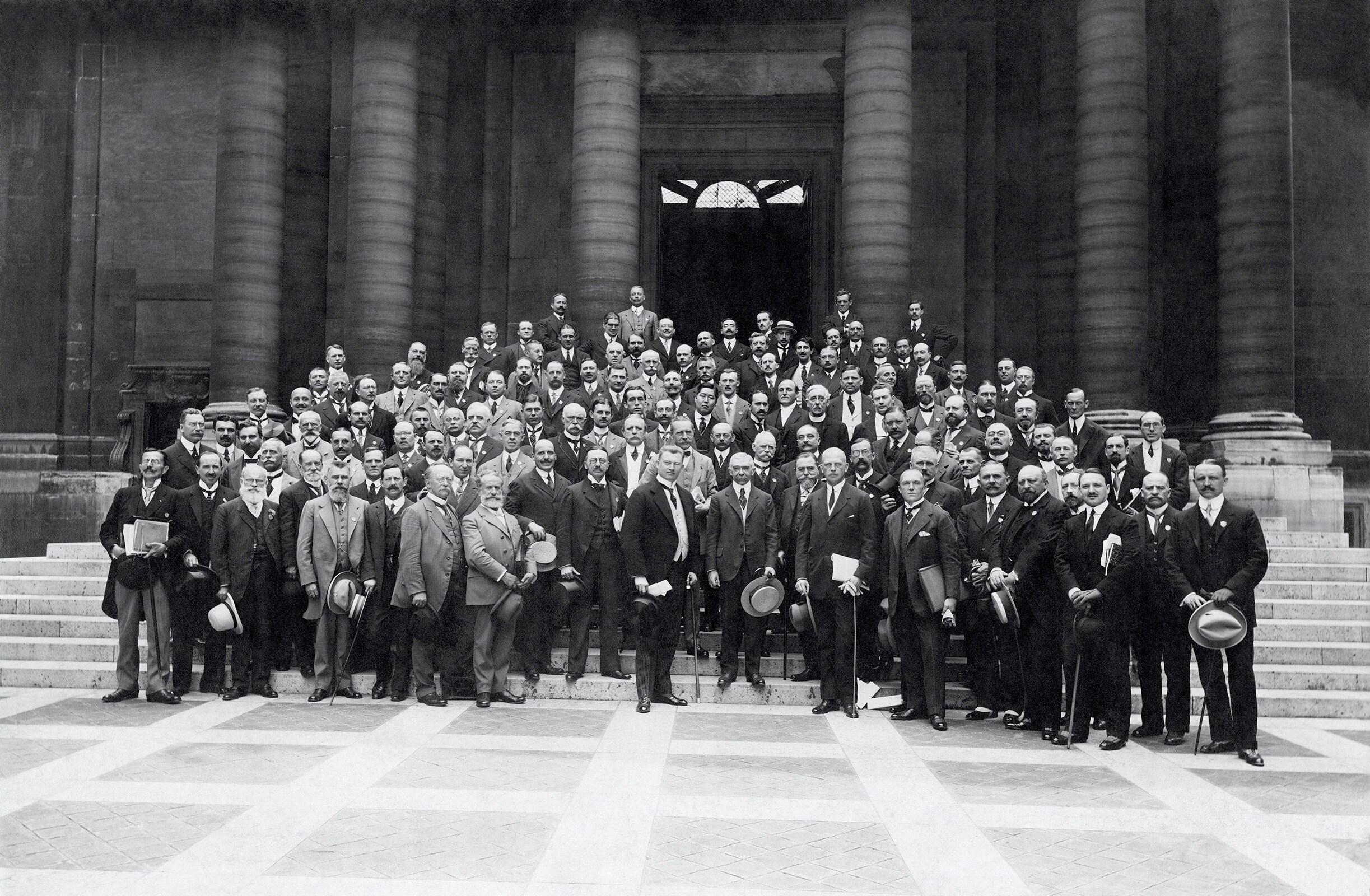 6th Olympic Congress, Paris, 1914 - Baron Pierre de Coubertin, IOC President and the participants, in front of the Palais de la Sorbonne.